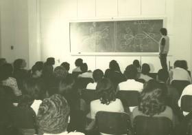 Aula de Química Orgânica na década de 80
